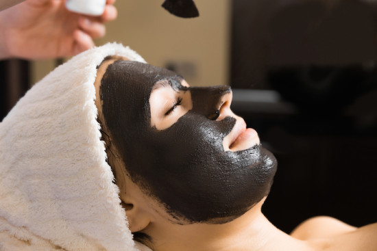 Le masque coréen noir pour la personne